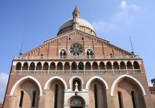 6422509-padua-italy-basilica-of-saint-anthony-religious-architecture